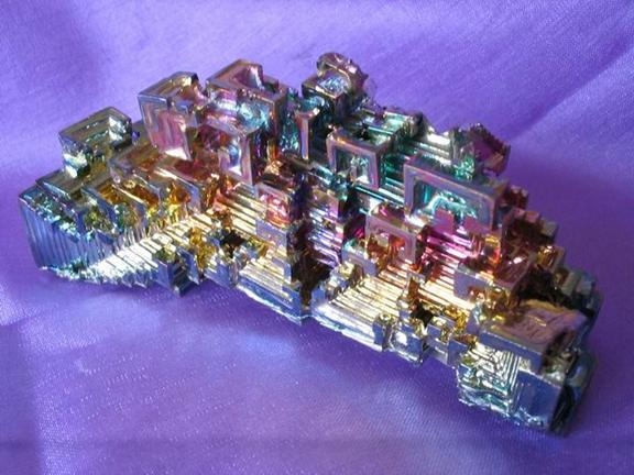 Rainbow colours of Supercooled Bismuth crystals